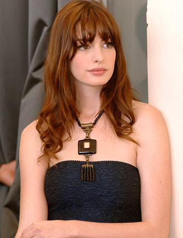 http://deweysetiawan.files.wordpress.com/2008/11/anne-hathaway-picture-6.jpg